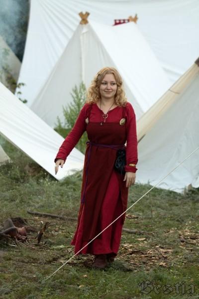 Хранительница очага в лагере викингов