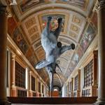 Статуя из Дворца Фонтебло в Париже