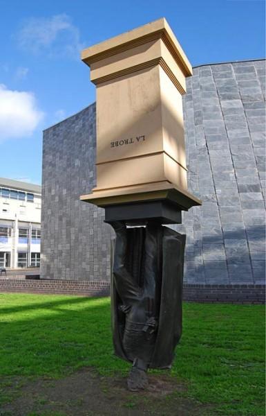 Австралийский перевернутый памятник