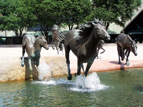 Бронзовые мустанги в Техасе