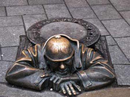 Необычная скульптура в Братиславе