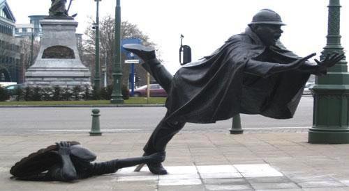 Необычная статуя в Брюсселе, Бельгия