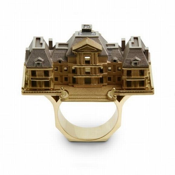 Необычное кольцо-дом