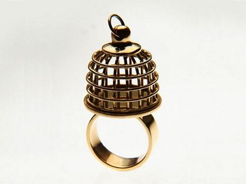 Необычное кольцо-клетка