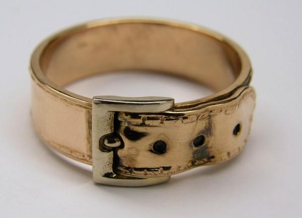 Необычное кольцо-ремень