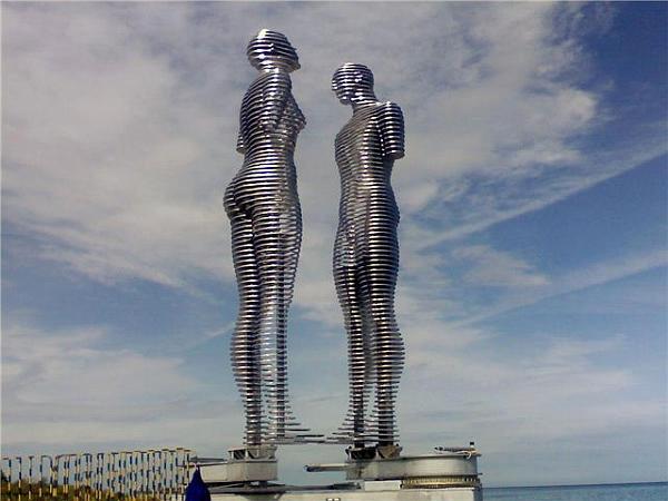 Статуя Любовь в Батуми