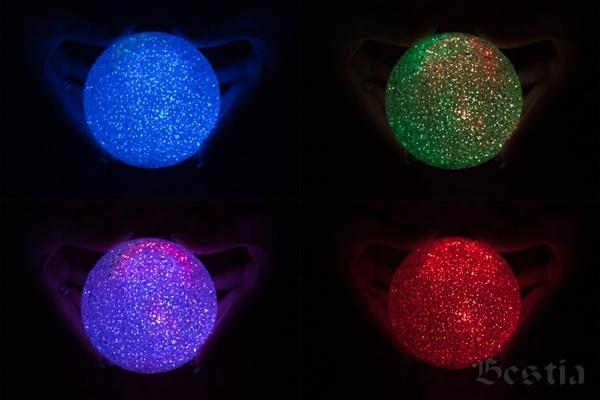 Различные цветовые варианты свечения светильника-шара