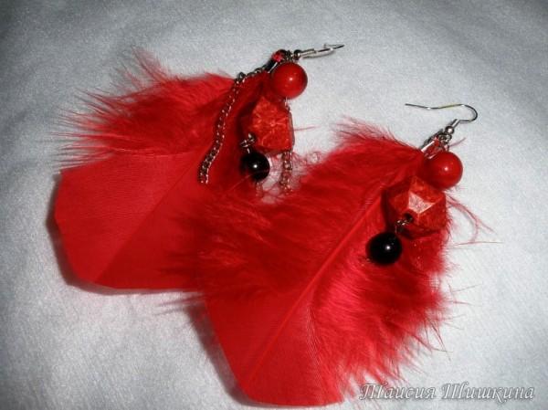 Красные перья-серьги