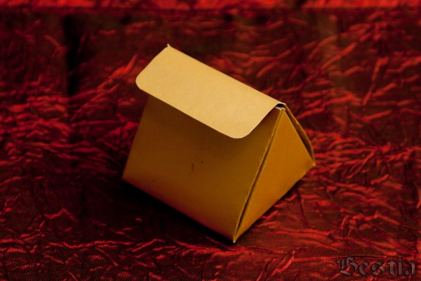 Коробочка из золотистого картона