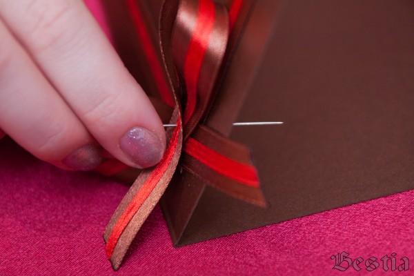 Пришивание атласного банта