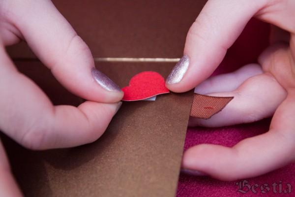 Приклеивание сердечек