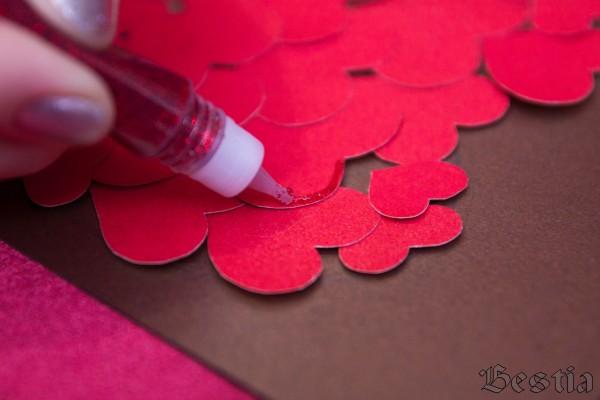 Декорирование сердечек гелем с блестками