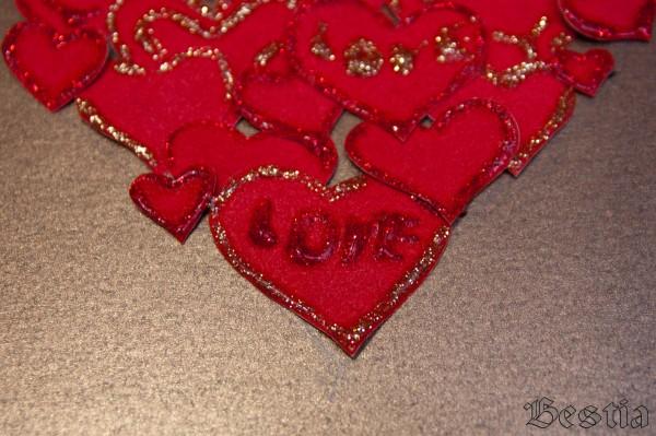 Роспись сердечек гелем с блестками