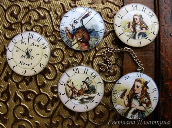 Скрап-фишки. Алиса в стане чудес. Часы