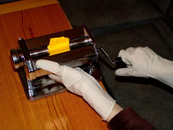 Раскатывание полимерной глины