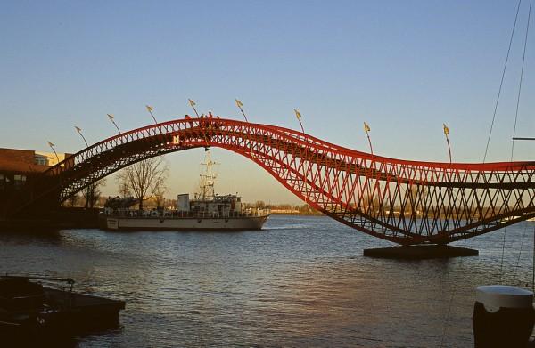Мост в Амстердаме