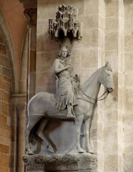 Скульптура всадник