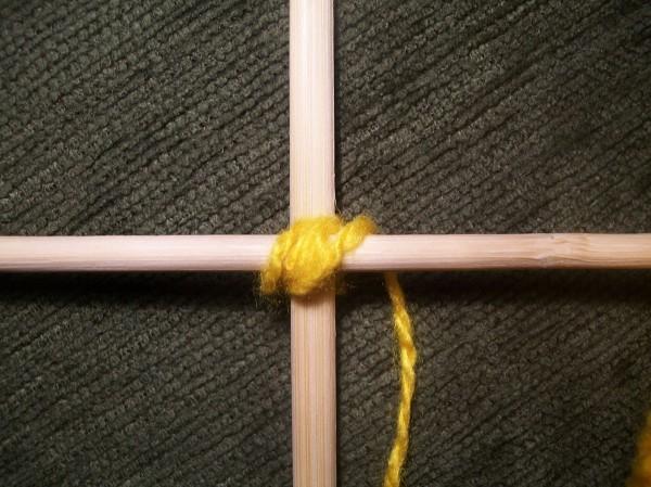 Оплетение центра желтым цветом