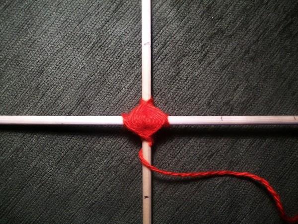 Плетение красной ниткой