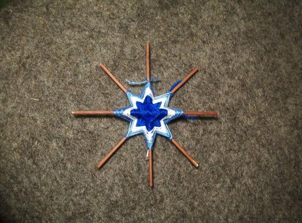 Плетение голубой нитью