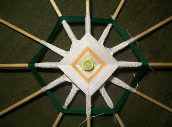 Плетение зеленой нитью