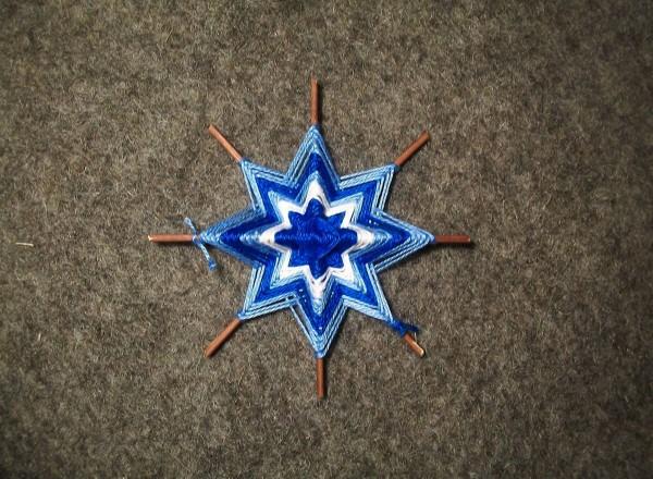 Плетение голубым цветом