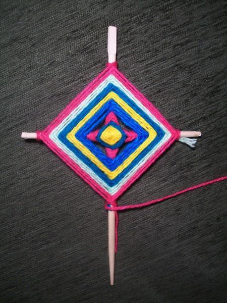 Квадрат малинового цвета