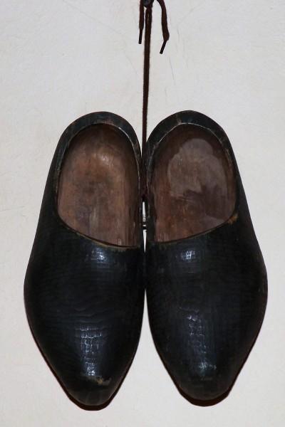 Антуражная обувь