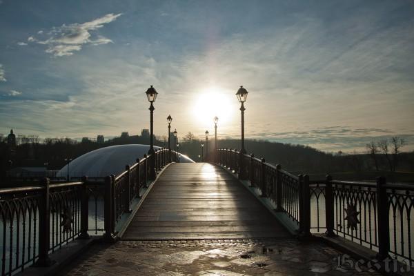 Мост к фонтану