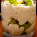 Творожный десерт с фруктами