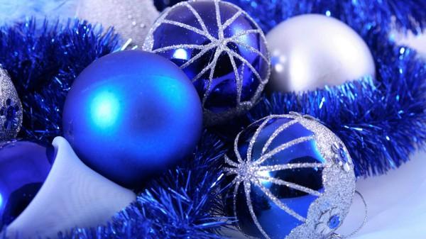 Синие елочные шары