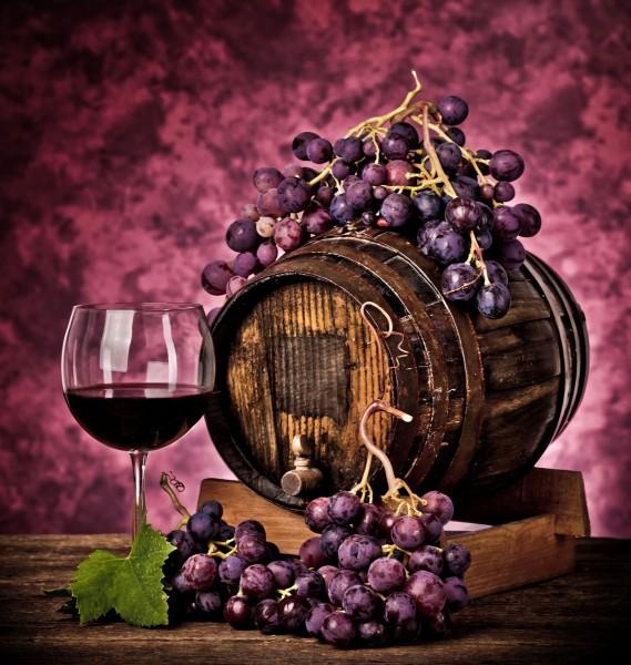 Виноград, красное вино
