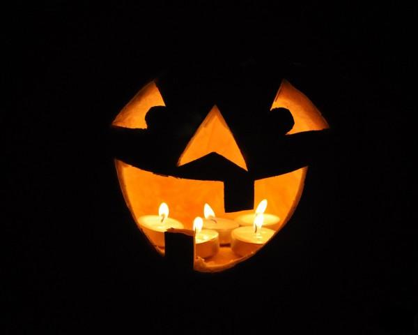 Фонарь на Хэллоуин
